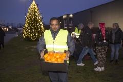 JUL I Grindsted udvalget uddelte omkring 300 mandariner og æbler til eleverne - Foto: René Lind Gammelmark
