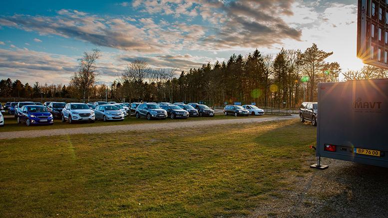 Lidt over 60 biler deltog i onsdagens drive-in banko på LEGOLANDS P2